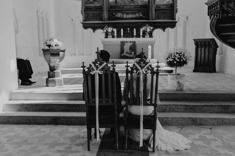 Aufgenommen von Hochzeitsfotograf Kupfergold Photographie aus Rostock. Zu sehen ist ein Foto einer Vintage Hochzeit auf Herrenhaus Vogelsang.